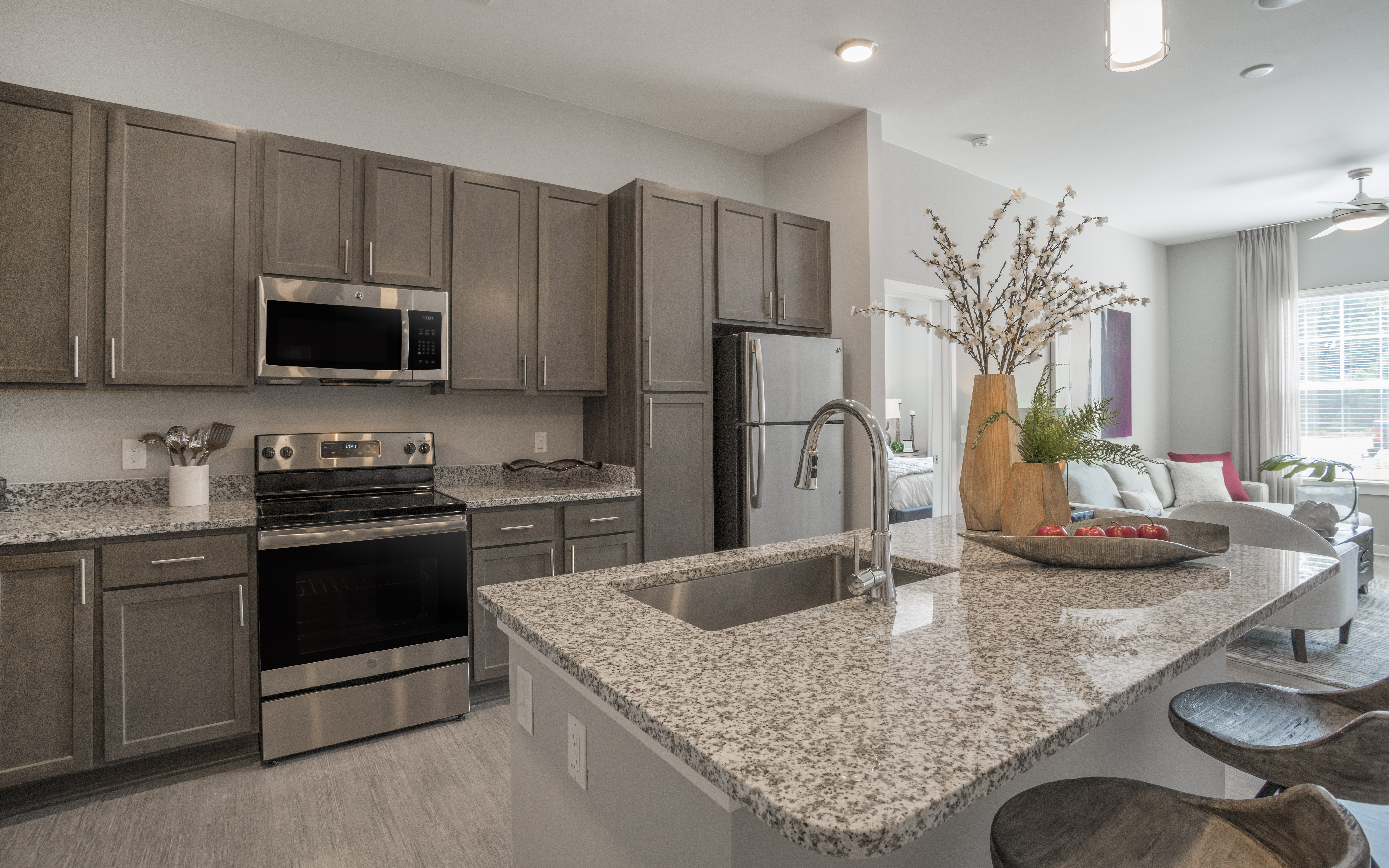 ALTA-CITIZEN-APARTMENTS-NEWPORT-MEWS-WV-MODEL-UNIT-KITCHEN-02